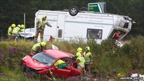 Sbírka videoklipů z nehod karavanů