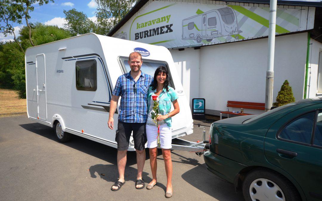Předání výhry karavanu