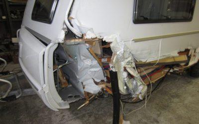 Oprava těžce havarovaného karavanu TABBERT